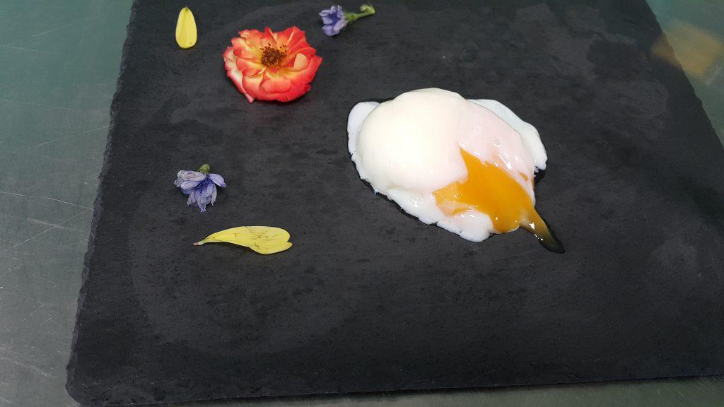 Поширано яйце в су вид.