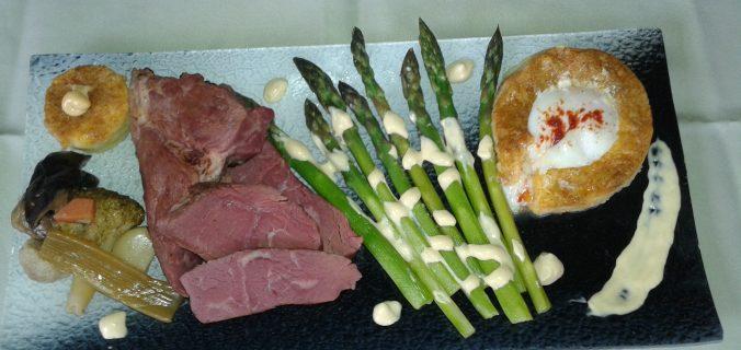 Говежди врат SOUSE VIDE с два вида сос, полента, пуширано яйце с течен жълтък задушени зеленчуци